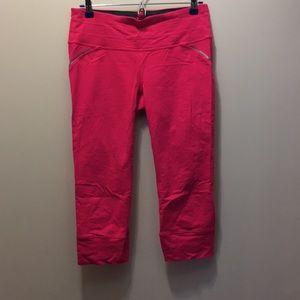 Athleta Capri bottoms -fushia size medium